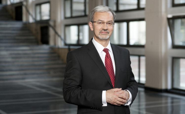 Minister Jerzy Kwieciński z Polską Nagrodą Inteligentnego Rozwoju w kategorii Człowiek Roku