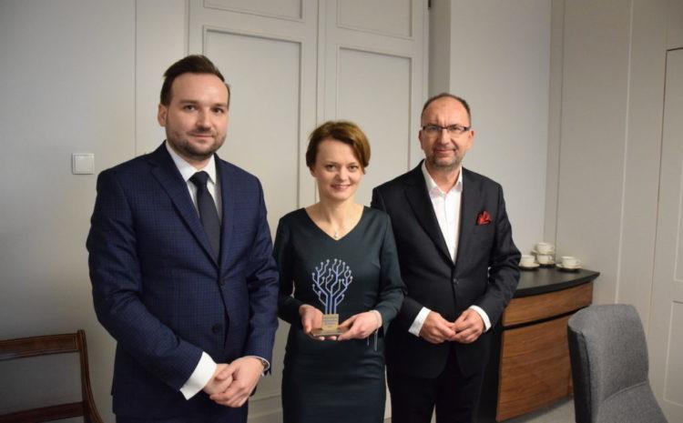 Minister Jadwiga Emilewicz z Honorową Polską Nagrodą Inteligentnego Rozwoju